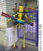 Купить «Роботы из старых автомобильных деталей и металлического мусора», эксклюзивное фото № 6820745, снято 26 июля 2014 г. (c) Вячеслав Палес / Фотобанк Лори