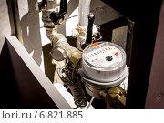 Купить «Счетчик горячей воды в стояке», фото № 6821885, снято 21 декабря 2014 г. (c) Tatiana Tetereva / Фотобанк Лори