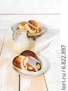 Купить «Домашние оладьи со сгущенным молоком», фото № 6822897, снято 21 декабря 2014 г. (c) Наталья Осипова / Фотобанк Лори