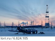 Самолет Ан-2 на ледовой посадочной площадке около буровой вышки. Стоковое фото, фотограф Владимир Мельников / Фотобанк Лори