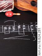 Купить «Старая гитара, дарбука и маракасы на доске с нотами», фото № 6824281, снято 11 ноября 2014 г. (c) Сергей Лабутин / Фотобанк Лори