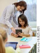 Купить «little girl with teacher and tablet pc at school», фото № 6825801, снято 15 ноября 2014 г. (c) Syda Productions / Фотобанк Лори