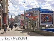 Купить «Москва. Тверская улица весенним днем», эксклюзивное фото № 6825881, снято 23 марта 2010 г. (c) Илюхина Наталья / Фотобанк Лори
