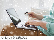 Купить «close up of man with laptop and credit card», фото № 6826033, снято 5 марта 2014 г. (c) Syda Productions / Фотобанк Лори