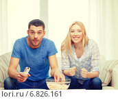 Купить «smiling couple with popcorn cheering sports team», фото № 6826161, снято 9 февраля 2014 г. (c) Syda Productions / Фотобанк Лори