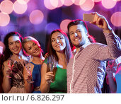 friends with glasses and smartphone in club. Стоковое фото, фотограф Syda Productions / Фотобанк Лори