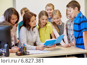 Купить «group of school kids with teacher in classroom», фото № 6827381, снято 15 ноября 2014 г. (c) Syda Productions / Фотобанк Лори