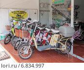 Купить «Современные электрические велосипеды на городской улице», фото № 6834997, снято 6 июня 2020 г. (c) Vladimir Sviridenko / Фотобанк Лори