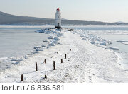 Купить «Токаревский маяк зимой, Владивосток, Приморский край, Россия», фото № 6836581, снято 2 февраля 2007 г. (c) Георгий Хрущев / Фотобанк Лори