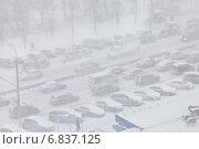 Купить «Метель и пурга в городе. Москва», фото № 6837125, снято 25 декабря 2014 г. (c) Victoria Demidova / Фотобанк Лори