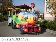 Купить «Детский паровозик сафари-парка львов Тайган в Белогорске, Крым», фото № 6837189, снято 27 октября 2013 г. (c) Наталья Фирсова / Фотобанк Лори