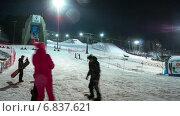 Люди учатся кататься на сноуборде, таймлапс (2014 год). Редакционное видео, видеограф Леван Каджая / Фотобанк Лори