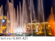 Купить «Шоу поющих фонтанов на центральной площади Еревана. Армения», фото № 6841421, снято 4 июля 2013 г. (c) Евгений Ткачёв / Фотобанк Лори