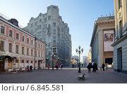 Улица Арбат в Москве (2014 год). Редакционное фото, фотограф Елена Коромыслова / Фотобанк Лори