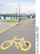 Купить «Велосипедная дорожка на набережной города Ижевск», фото № 6846785, снято 4 сентября 2014 г. (c) Александр Овчинников / Фотобанк Лори