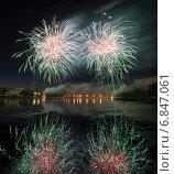 Купить «Фейерверк. Праздничный залп салюта», фото № 6847061, снято 6 сентября 2014 г. (c) Литвяк Игорь / Фотобанк Лори