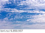 Купить «Перистые облака в синем небе», эксклюзивное фото № 6850937, снято 15 сентября 2014 г. (c) Сергей Лаврентьев / Фотобанк Лори