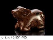 Купить «Фигурка быка из камня (махагоновый обсидиан) на черном фоне», фото № 6851405, снято 23 декабря 2014 г. (c) verbaska / Фотобанк Лори