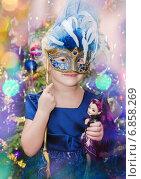 Купить «Маленькая девочка в карнавальном костюме», фото № 6858269, снято 31 декабря 2014 г. (c) Игорь Соколов / Фотобанк Лори