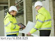 Купить «Construction builder workers», фото № 6858829, снято 10 декабря 2014 г. (c) Дмитрий Калиновский / Фотобанк Лори