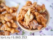 Купить «Хворост - домашнее жареное печенье», фото № 6860353, снято 4 января 2015 г. (c) Peredniankina / Фотобанк Лори