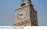 Купить «Часы на здании таможни в Шанхае, таймлапс», видеоролик № 6863569, снято 22 июня 2014 г. (c) Кирилл Трифонов / Фотобанк Лори
