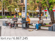 Купить «Уличные музыканты на Новокузнецкой в Москве», эксклюзивное фото № 6867245, снято 26 августа 2014 г. (c) Алёшина Оксана / Фотобанк Лори