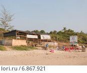 Купить «Кафе на песочном пляже. Вьетнам», фото № 6867921, снято 29 января 2014 г. (c) Ekaterina Andreeva / Фотобанк Лори