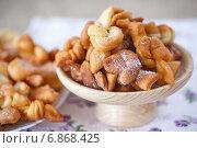 Купить «Хворост - домашнее жареное печенье», фото № 6868425, снято 4 января 2015 г. (c) Peredniankina / Фотобанк Лори