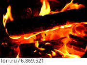 Купить «Горящие дрова», фото № 6869521, снято 7 января 2015 г. (c) Игорь Кутателадзе / Фотобанк Лори