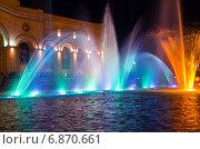 Купить «Шоу поющих фонтанов на центральной площади Еревана. Армения», фото № 6870661, снято 4 июля 2013 г. (c) Евгений Ткачёв / Фотобанк Лори
