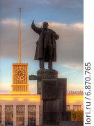 Купить «Санкт-Петербург. Вид на памятник В.И. Ленину и Финляндский вокзал», эксклюзивное фото № 6870765, снято 11 октября 2013 г. (c) Литвяк Игорь / Фотобанк Лори