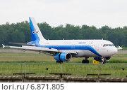 Купить «Airbus A320 (бортовой TC-KLB) авиакомпании Metrojet на пробеге в Домодедове», эксклюзивное фото № 6871805, снято 23 июня 2013 г. (c) Alexei Tavix / Фотобанк Лори