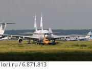 Старые списанные самолеты на аэродроме Домодедово (2013 год). Редакционное фото, фотограф Alexei Tavix / Фотобанк Лори