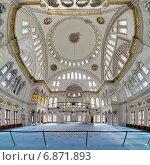 Купить «Интерьер мечети Нуруосмание в Стамбуле, Турция», фото № 6871893, снято 13 ноября 2014 г. (c) Михаил Марковский / Фотобанк Лори