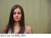 Красивая девушка медитирует с закрытыми глазами. Стоковое фото, фотограф Иван Коцкий / Фотобанк Лори