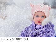 Снеговик и девочка. Стоковое фото, фотограф Мария Мороз / Фотобанк Лори