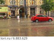 Купить «Городской пейзаж с проливным дождем с пузырями. Тампере, Финляндия», фото № 6883629, снято 28 августа 2014 г. (c) Валерия Попова / Фотобанк Лори