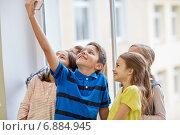 Купить «group of school kids taking selfie with smartphone», фото № 6884945, снято 15 ноября 2014 г. (c) Syda Productions / Фотобанк Лори
