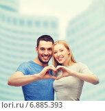 Купить «smiling couple showing heart with hands», фото № 6885393, снято 9 февраля 2014 г. (c) Syda Productions / Фотобанк Лори