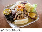 Купить «Севиче по-перуански с креветками и сложным гарниром», фото № 6886609, снято 6 апреля 2014 г. (c) Gagara / Фотобанк Лори