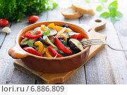 Купить «Салат из печеных баклажанов со сладким перцем», фото № 6886809, снято 6 апреля 2014 г. (c) Марина Славина / Фотобанк Лори