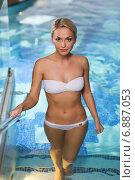 Купить «happy woman raising upstairs in swimming pool», фото № 6887053, снято 15 декабря 2014 г. (c) Syda Productions / Фотобанк Лори