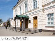 Купить «Вход в драматический театр в Таганроге», фото № 6894821, снято 19 апреля 2014 г. (c) Борис Панасюк / Фотобанк Лори