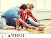 Купить «smiling couple measuring wood flooring», фото № 6900121, снято 26 января 2014 г. (c) Syda Productions / Фотобанк Лори