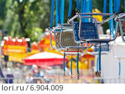 Купить «Два кресла карусели в парке», фото № 6904009, снято 8 июня 2014 г. (c) Йомка / Фотобанк Лори