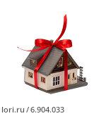 Купить «Дом в подарок», фото № 6904033, снято 17 января 2015 г. (c) Геннадий Соловьев / Фотобанк Лори