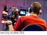 Профессиональный оператор в наушниках за работой. Стоковое фото, фотограф Максим Блинков / Фотобанк Лори