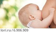 Купить «close up of mother breast feeding adorable baby», фото № 6906909, снято 20 октября 2012 г. (c) Syda Productions / Фотобанк Лори
