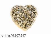 Купить «Сердце из камней выложенное на белом фоне», фото № 6907597, снято 14 января 2015 г. (c) Алексей Маринченко / Фотобанк Лори